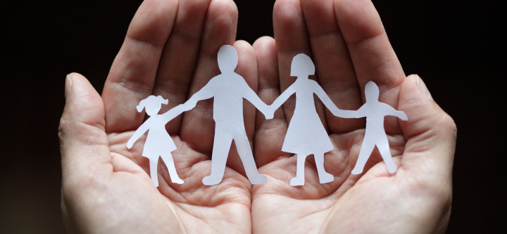 hands_holding_paperchain_family_57841969